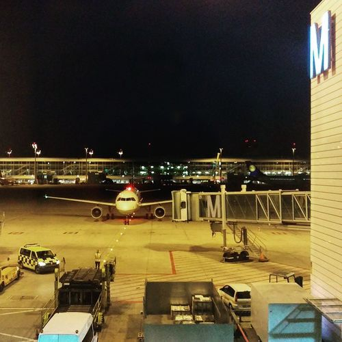 Wife is also finally approaching. Time to start into the evening. Flyingmuc Lufthansa MUC MUCAirport BusinesskasperFamily
