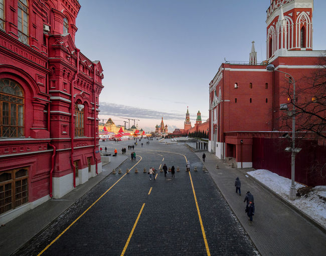 Россия Москва кремль Красная площадь зима Рождество ChristmasRed Square Red Square Adult Adults Only Architecture Building Exterior Built Structure City Day Kremlin Red Large Group Of People Moscow Outdoors People Road Russia Russia Moscow Kremlin Red Square Winter Christmas Sky
