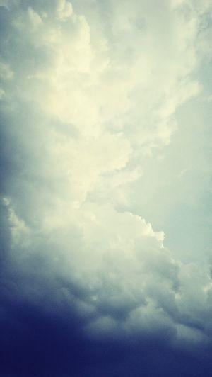Ė nuvens bem carregadas... vai chuver canivetes!!