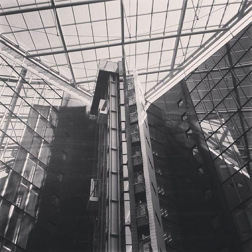 Oberfinanzdirektion Frankfurt Deutschherrnufer Sachsenhausen  modern architecture