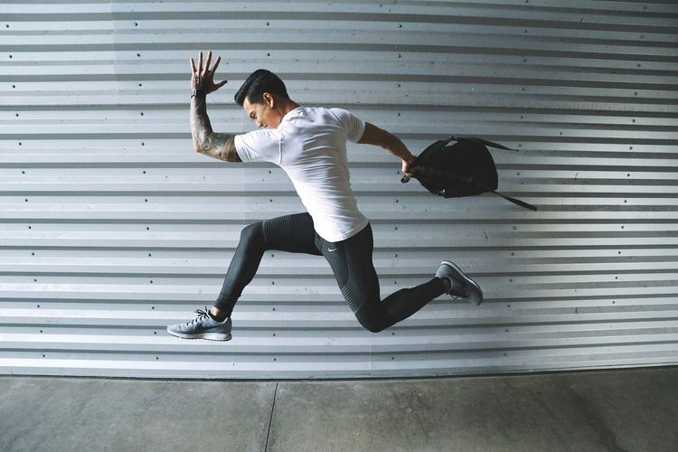 jumping from one workout session to the next Speedplayla HIIT Business Stories Sport Motion Exercising People Athlete