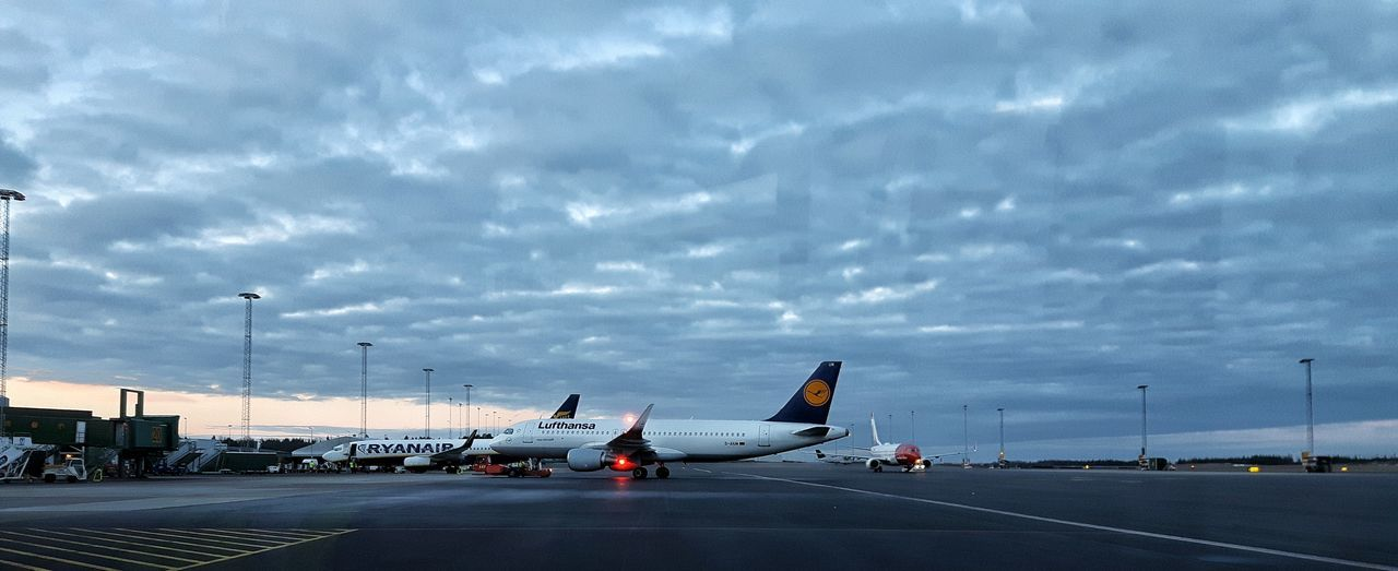 Airport Godmorning Apron Comercial Airline Showcase March Samsungphotography Sky And Clouds Taking Photos Spring 2016 Playing With Filters Pushback