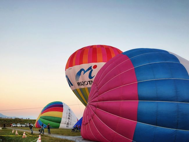 Saga International Balloon Fiesta Adventure Hot Air Balloon Ballooning Festival Leisure Activity Multi Colored Transportation Parachute Extreme Sports Flying Vacations Sky Outdoors Journey Day Landscape Beach Blue Clear Sky Large Group Of People Nature Shot On IPhone. iPhoneX