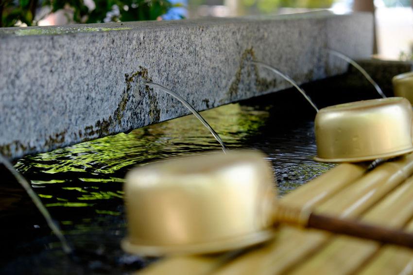 船橋大神宮の手水舎 Close-up Focus On Foreground Fujifilm Fujifilm X-E2 Fujifilm_xseries Japan Japan Photography Shrine Water ちょうずや 手水舎 日本 船橋 船橋大神宮