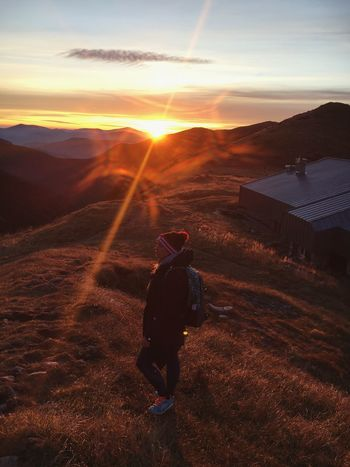 A perfect light 🌅 Sun Real People Sunlight Nature Walking Mountain Scenics Beauty In Nature Landscape Lifestyles Outdoors Sky One Person Hiking Adventure Mountain Range Autumn Girl Sunrise Dawn Morning Light Slovakia Low Tatras