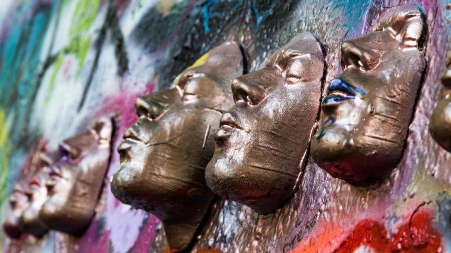 Rostros dorados Faces Of The World Faces of Summer Golden Lenon Wall Built Structure Close-up Face Faces Gold Colored Human Representation Multi Colored Representation Sculpture Statue