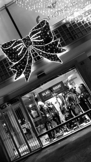 Night Christmas Architecture City No People Illuminated Holiday - Event Black And White Friday Vetrine Vetrinedinatale Natale 2017 The Week Of Eyeem Neon Store City Christmas Outdoors