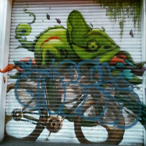 Estaba bien hasta que un tonto penso que se vería bien <<grafitti>> Arteurbano ColoniaRoma Urbanphotography Grafitti