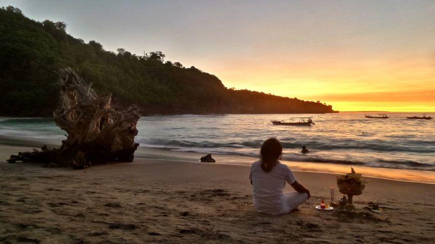 Bali, Crystal Bay in Nusa Penida Verybalitrip Bali Sunset Nusapenida Crystalbay Jeanmart Joseph Jeanmart Bali The Great Outdoors - 2016 EyeEm Awards