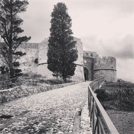 Current vision Castel Mediaval Milazzo Sicly Pointofview View Today Instaoftheday Picoftheday Secret Blackwhite Landscapes Italy Morning Like4like Current Places Instaplaces Antic Land Beatiful