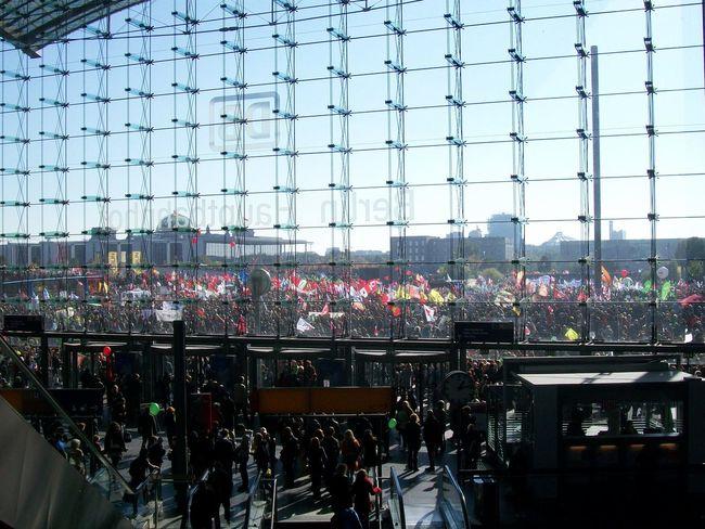 Berlin Hauptbahnhof Hauptbahnhof Berlin Large Group Of People Railway Station