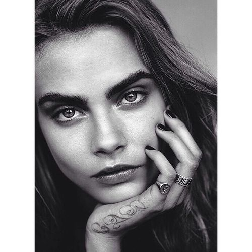 Her eyes can kill tho. @caradelevingne Carateam Model Fashion Photographylover fashionist