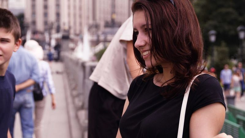 Focus On Foreground Incidental People City Moscow VikaK Photo Photographer Happıness Smile Girl