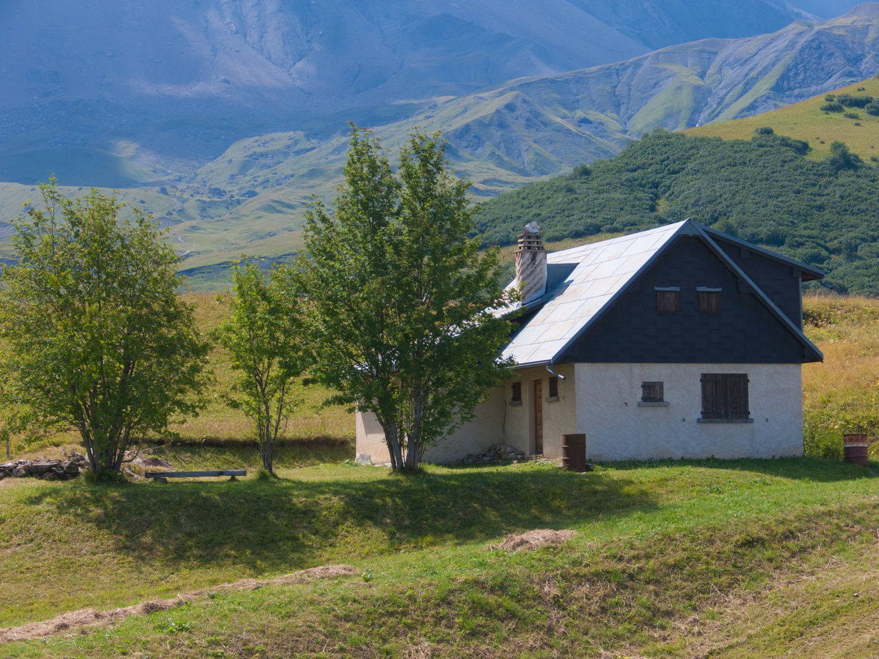 mountain, house, built structure, architecture, building exterior, scenics, no people, day, tree, landscape, outdoors, grass, nature, beauty in nature, sky