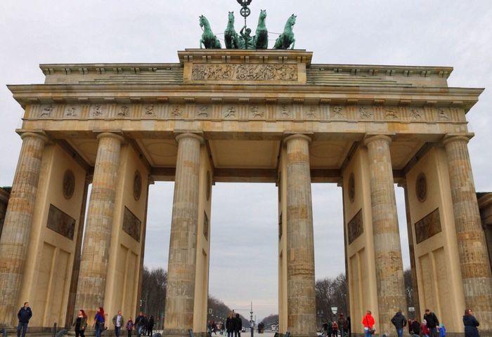 • B R A N D E N B U R G E R T O R • Brandenburger Tor Berlin Germany Germania Berlino Holiday Trip Phoyography Taking Photos Hello World Enjoying Life Capture Berlin