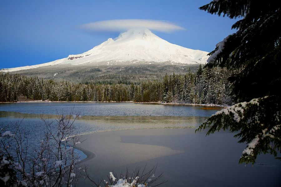 Lake Lenticular Mount Hood Mountain Mt Hood Oregon Portland Snow Stratocumulus Lenticularis Cloud Trillium Lake Winter