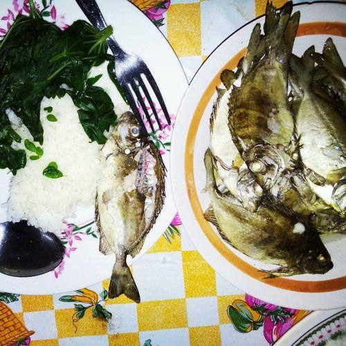 Breakfast earlier today. Oh balawis! One of my favourite fish. Balawis Danggit  Breakfast Malunggay