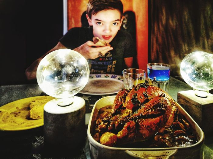 Réveillon necrophage ! Il a mangé du cadavre, au bûcher... Noreligion Boy Young Childhood Child Smartphonephotography Réveillon 2018 Yearend Diner Diner Time  Chicken Meat Portrait Looking At Camera Old-fashioned Reflection Mirror Prepared Food Serving Size Filament Ready-to-eat