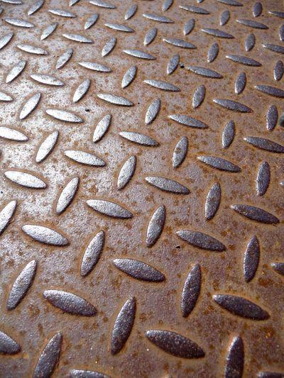 Rusting drain cover in sunlight Drain Cover Geometry Metal Metal Grate Metallic Pattern Rust