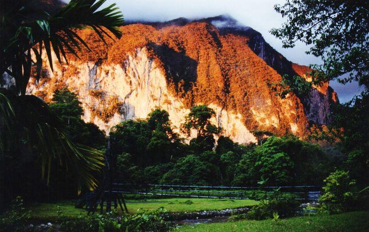 Zonsondergang Gunung Ape Maleisië