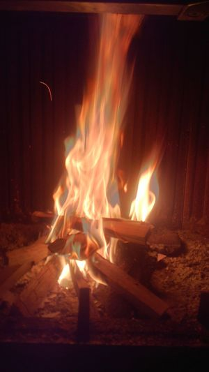 Fuego Fire Check This Out Hanging Out Cimney Camino Relaxing Home Out's Snowing