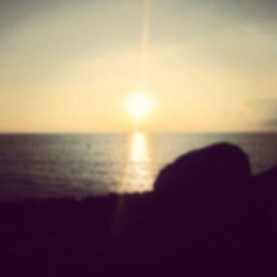 Lời tôi nhỏ bé . . . Tiếng gió thét cao . . . Biển tràn nỗi đau . . . . . .