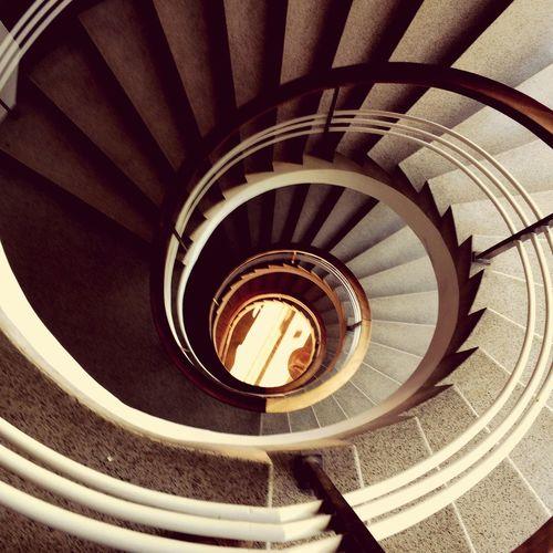 Escadas, escaninhos, soleiras e degraus