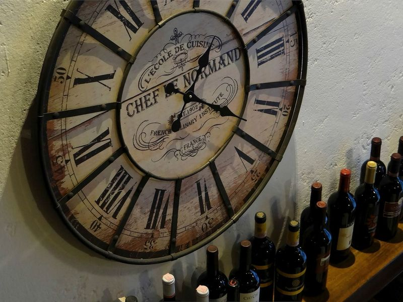 Bottles Circle Clock Clock Face Close-up Deadline Gauge Geometric Shape History Hour Hand Indoors  Instrument Of Time Meter - Instrument Of Measurement Minute Hand Number Pocket Watch Roman Roman Numeral Round The Past Time Wall Clock Watch