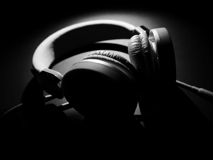 Monochrome Photography Blackandwhite Light And Shadow Earphones Single Light Source EyeEm Best Shots Getting Inspired Blackandwhite Photography Still Life Creative Light And Shadow Music