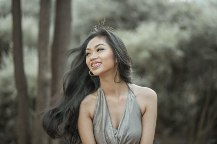 Eyeem Philippines The Week on EyeEm Young Adult One Person Hair Smiling Beautiful Woman Beauty Focus On Foreground Adult Portrait Black Hair Long Hair Hairstyle Women Front View Young Women Happiness Emotion Tree Waist Up Outdoors Contemplation