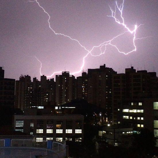 Raios no centro de Campinas. Raios Lightning Tempestade Storm