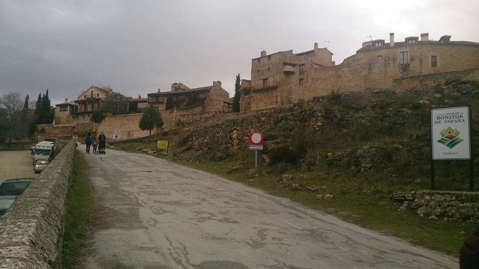 La Entrada al Pueblo de Pedraza