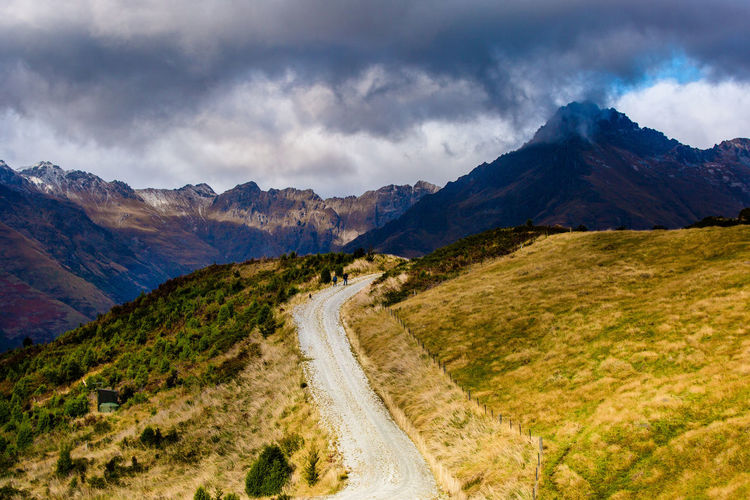 A quiet and silent walk through the dramatic landscapes in new zealand - queenstown, new zealand