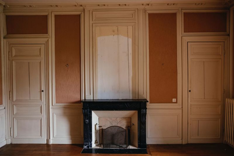 Cheminée, France Antics Fireplace Castle Emty Room Indoors  No People Door Entrance Wood - Material Wall - Building Feature Domestic Room