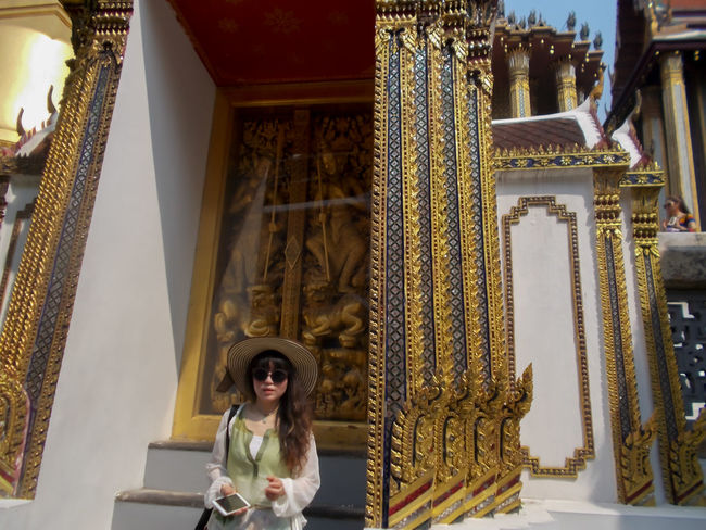 Thailand Bangkok Only Women People Gold Outdoors Yellow Travel China Buddha Statue Religion Gold Colored Close-up Wat Phra Kaew Golden Color Golden Pagoda Day Arts Culture And Entertainment Real People Large Group Of People Old Buddha Night Old Buddha Statue Art And Craft