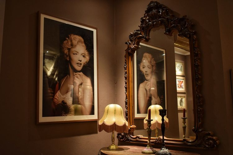 Investing In Quality Of Life No People Fine Arts Pic_of_the_day Indoors  Reflection Reflections Mirror Effect Pictures Famous People Marylin Monroe Lamps Candels Antique Furniture Interior Design Rethink Things Fashion Stories Visual Creativity The Portraitist - 2018 EyeEm Awards