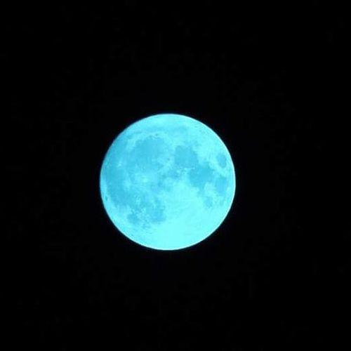 Blue Moon ή αλλιώς Στρουμφοφέγγαρο...🌌🌑 Bluemoon Laluna VSCO Vscocam Vscolove Nightsky Nofilterneeded Magic Magical Amazingview Beautiful Impressive NightDreamers Nightthinkers Shine Light Bright Preciousmoment 😍😌😊