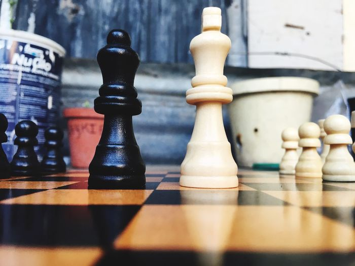 Always a battle between life and dead(doing right or wrong) King And Queen.🎩👑 Chess Leisure Games Board Game Game Chess Piece Relaxation Strategy Still Life
