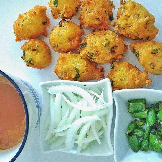 Indianfood Indianbreakfast Pakoda Dalvada GujaratiBreakfast Indiantea Sundaymorning