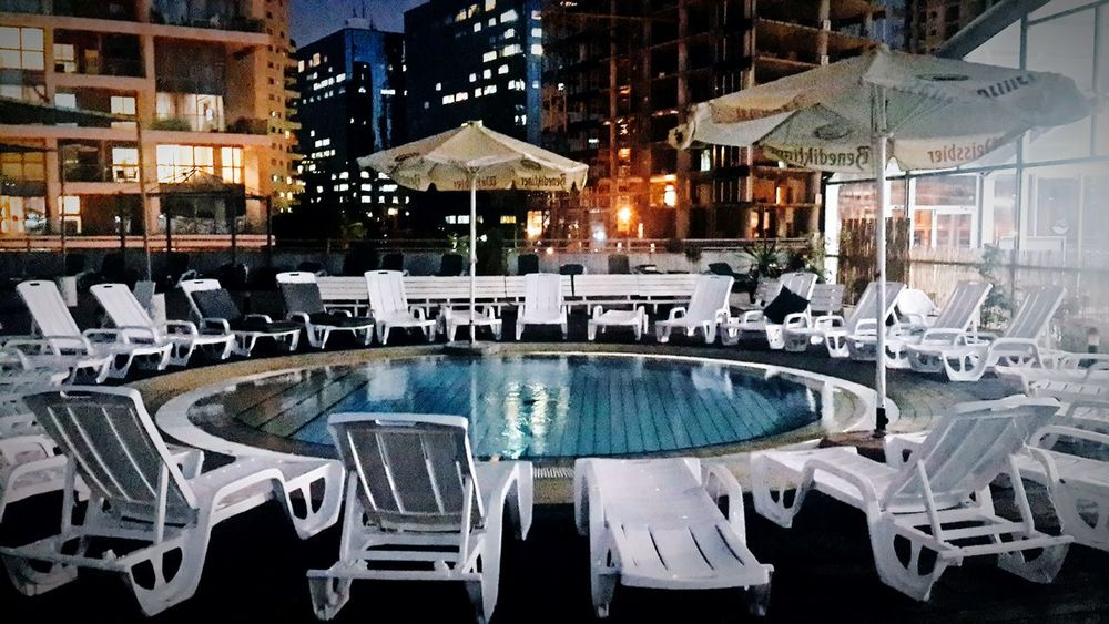 Swimingpool Ramatgan Just Chillin' Urban Night City Night Lights
