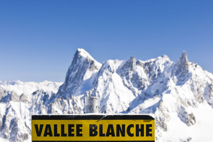Vallee Blanche Mont-Blanc, Aiguille du 3842 meters above sea level. EyeEmNewHere Massif Winter Adventure Aiguille Du Midi Alps Altitude Background Black Blanc Blanche Chamonix Free Ride French Glacier Information Mont Mountain Signboard Snow Snowy Soft Focus Valley Vallée  White Yellow EyeEmNewHere