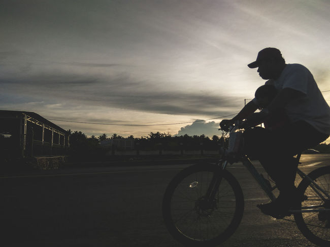 Bicycle Cycling One Man Only Only Men Riding One Person Headwear Silhouette Transportation Adults Only Healthy Lifestyle Adult Racing Bicycle Mode Of Transport Full Length Men Cloud - Sky Sky People Side View EyeEm Indonesia EyeEm New Here EyeEmNewHere Be. Ready. Colour Your Horizn