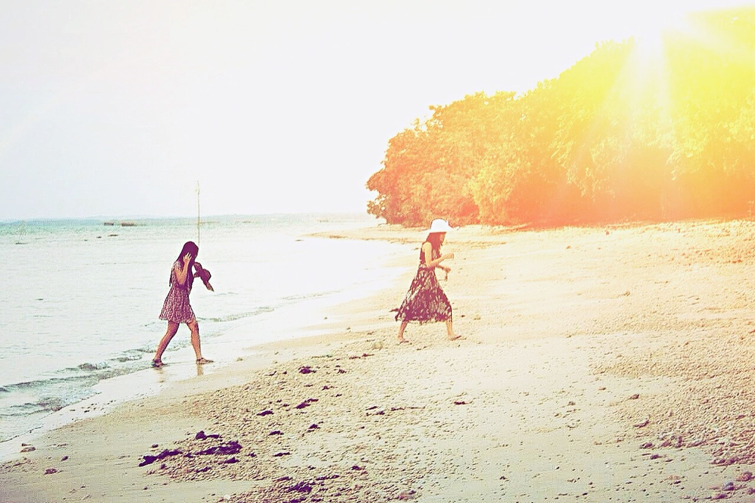 beach, sand, shore, sea, leisure activity, lifestyles, full length, horizon over water, clear sky, vacations, water, sunlight, scenics, enjoyment, tranquility, nature, beauty in nature, tranquil scene