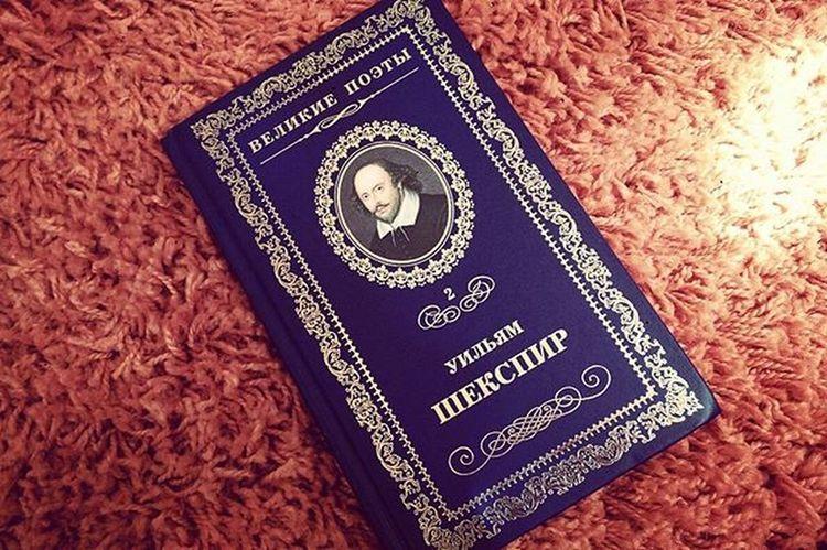 книга великиепоэты уильямшекспир поэт драматург сонеты сонетышекспира шекспир синяя обложка оранжевый Book Poets Famouspoets Drama Sonet WilliamShakespeare Shakespeare Orange Blue