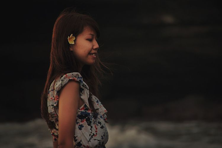 Showing Imperfection Woman Portrait Portrait Of A Woman Portraiture Tanah Lot Bali Indonesia_photography INDONESIA Check This Out Enjoying Life Eye4photography  The Week Of Eyeem Travel Photography Candid The Street Photographer - 2016 EyeEm Awards The Portraitist - 2016 EyeEm Awards The Photojournalist - 2016 EyeEm Awards Girl Power People And Places