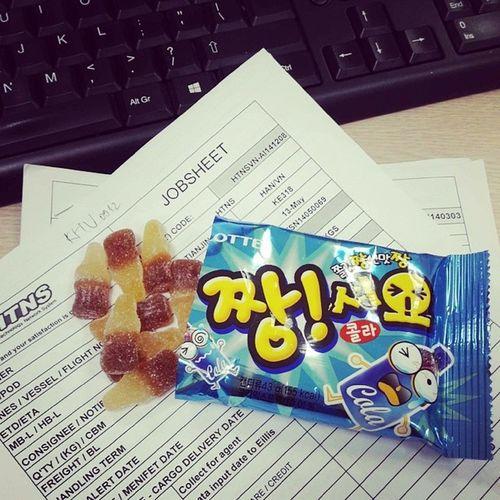 Tôi thường bị cảm động bởi những điều nhỏ nhặt nhất... Như việc ai đấy luôn nhớ mua cho tôi gói kẹo này mỗi lần gặp. Jelly Jelly 2601