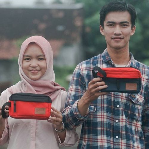 - CLUTCH FROM JOCH - Model : Ms.@hcitrautami & Mr.@_arkan44 Photographer : @agastiko Production : @wangoon.production Pengarah : @bybayuseto Clutch Clutchbag