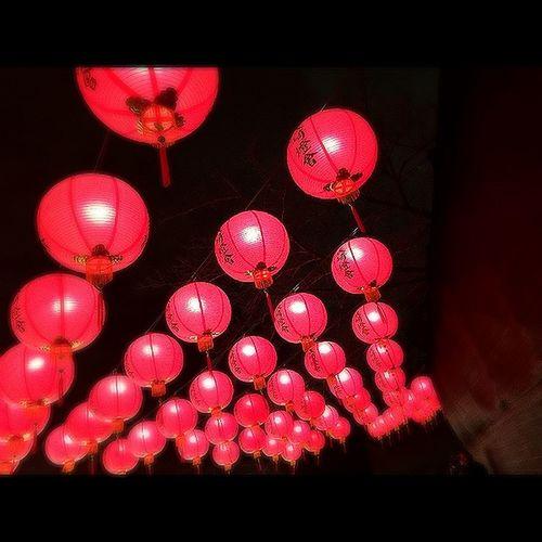 大阪城で 長崎ランタンフェスティバルの案内してました♪ 行ってみたいな。。 Look Up Light Red Lanterns Red Love It