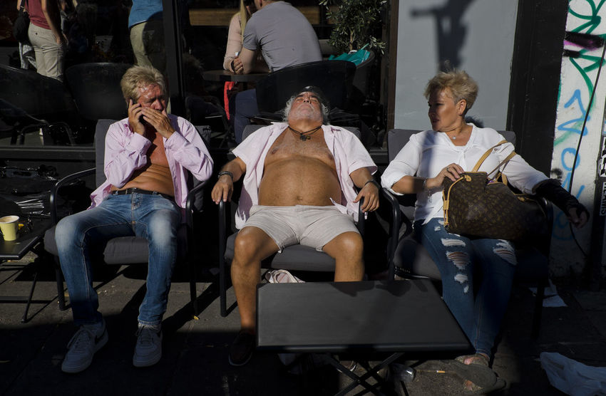 People enjoying the sun in Portobello Road on 30th of June 2018 in London, United Kingdom. Summer 2018 was UK's joint hottest on record, Met Office says.(photo by Lorenzo Grifantini) London Notting Hill Adult Casual Clothing Chair Group Of People Leisure Activity Lifestyle Photography Lifestyles Men People Portobello Real People Relaxation Seat Senior Adult Sitting