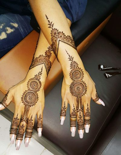 Henna Tattoo ❤ Henna Design Wedding Photography Wedding Party Tattoomodels Women Of EyeEm Fashion Photography Fashion #style #stylish #love #TagsForLikes #me #cute #photooftheday #nails #hair #beauty #beautiful #instagood #instafashion #